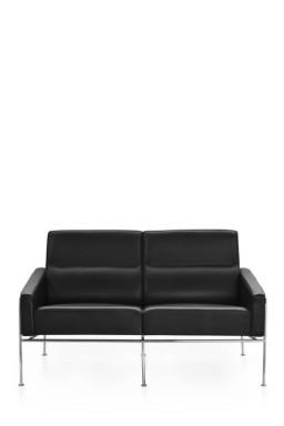 Fritz Hansen - Sofa 2-places Series 3300™ cuir par Arne Jacobsen