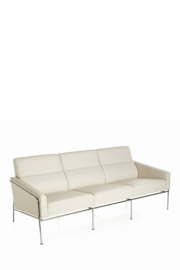 SERIES 3300™ 3-Seater by Arne Jacobsen