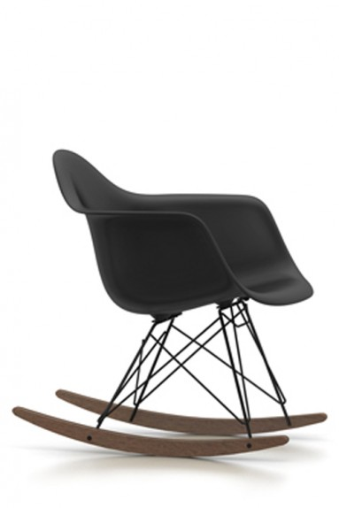 Vitra plastic chair rar charles ray eames for Rocking chair eames vitra