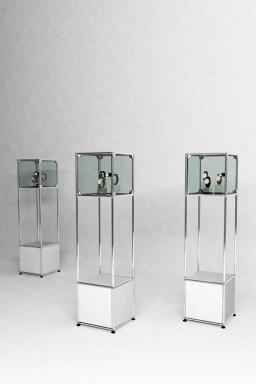 USM Haller - Colonnes présentoir avec vitrine Solutions Retail N°02 USM Haller 38 x 38 x h149 cm