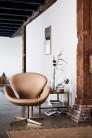 Fauteuil SWAN™ en cuir par Arne Jacobsen